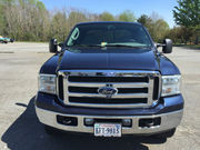2005 Ford F-250Lariat Crew Cab Pickup 4-Door